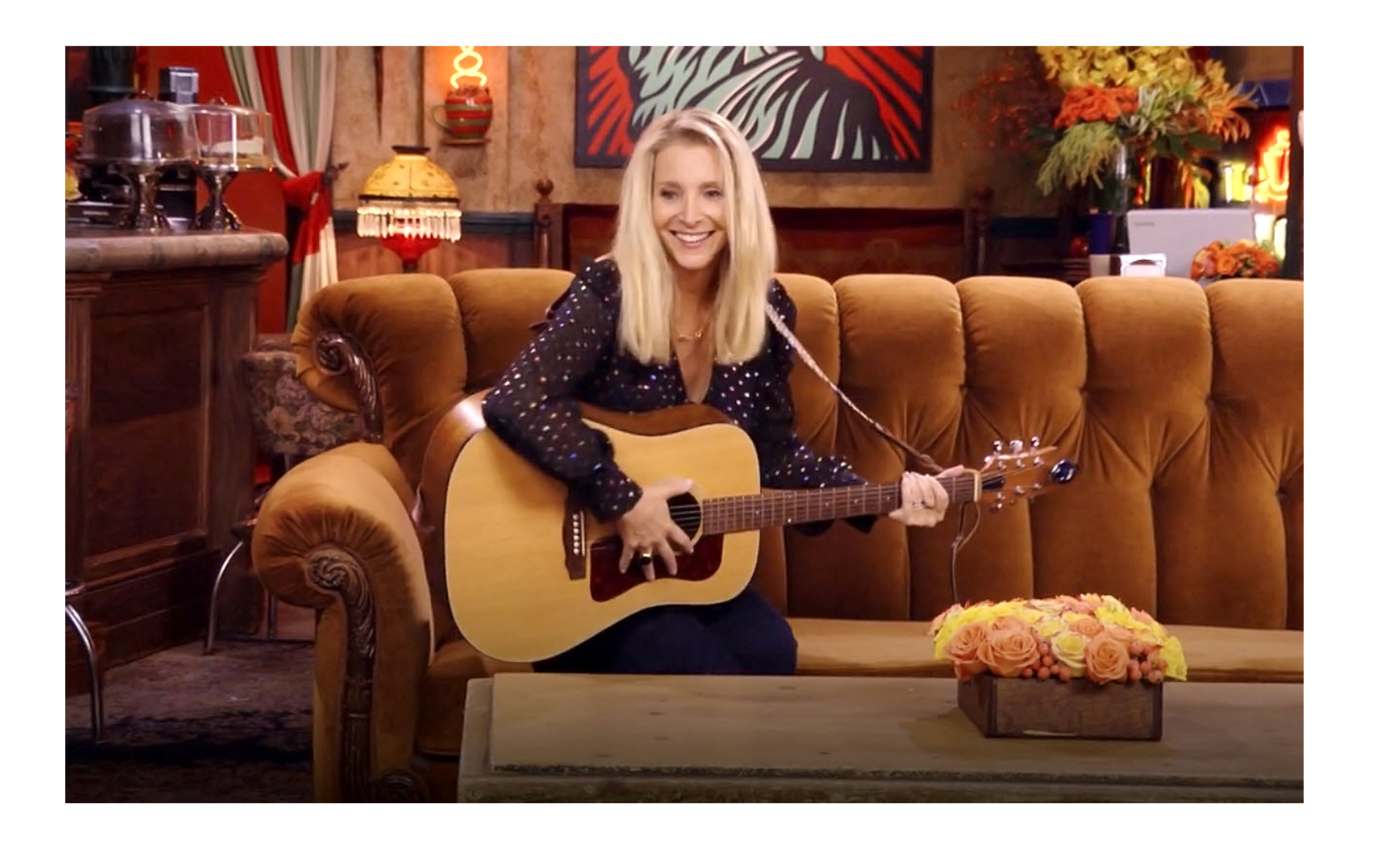 Lisa Kudrow Googled 'Smelly Cat' Chords Ahead of 'Friends' Reunion
