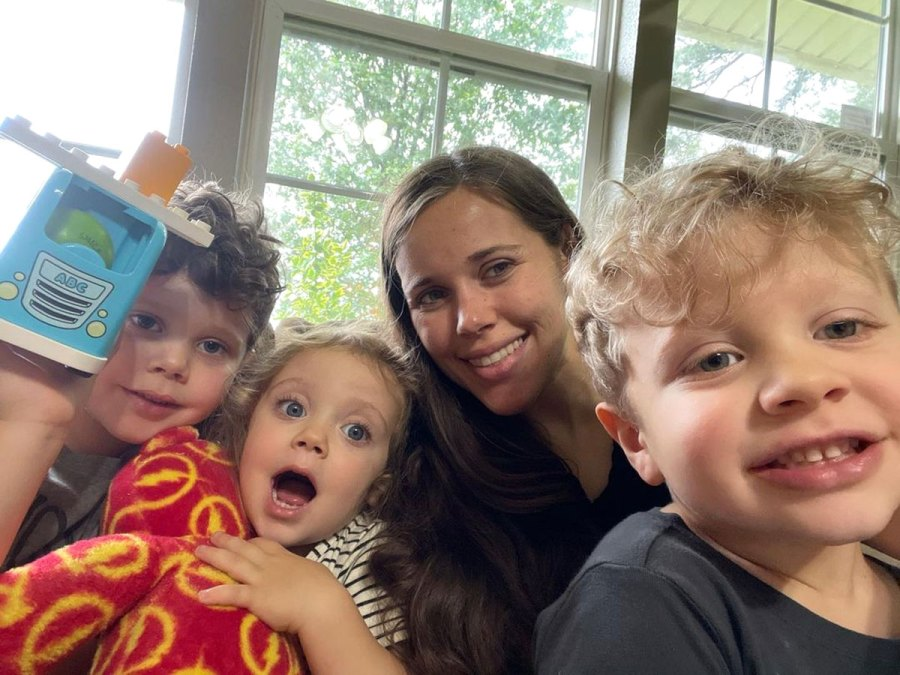Pregnant Jessa Duggar Camps With Family Amid Counting On Cancellation