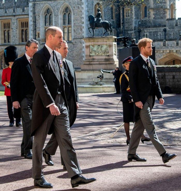 El príncipe William y el príncipe Harry estaban 'peleando' en el funeral del príncipe Felipe