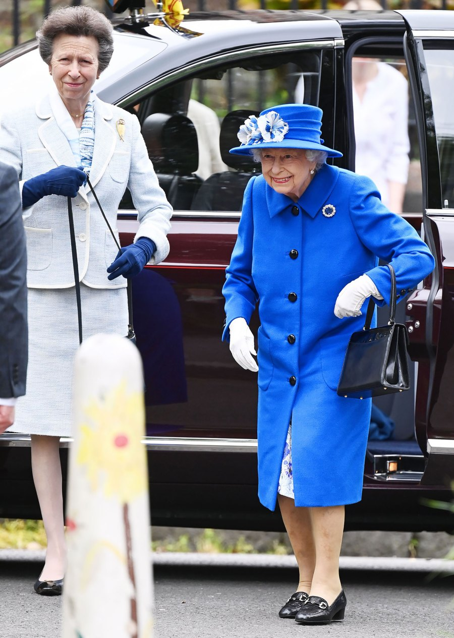Queen Elizabeth, Princess Anne Have Mother-Daughter Outing in Scotland: Pics