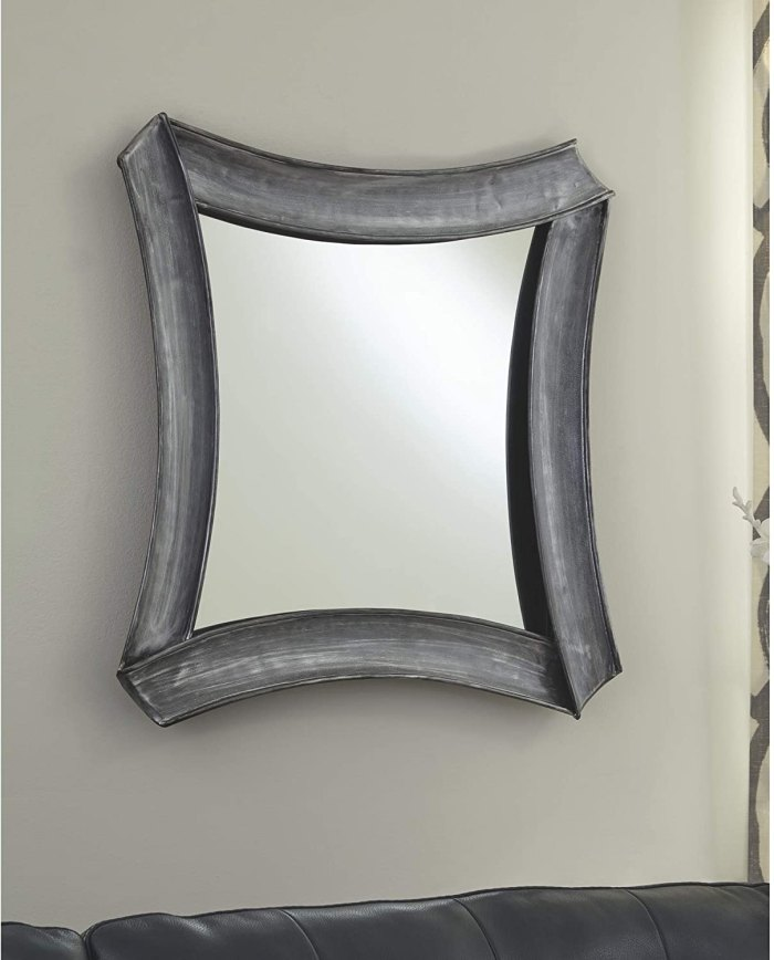 Diseño exclusivo de Ashley Posie Accent Mirror