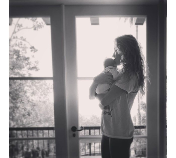 Troian Bellisario describe haber dado a luz a ella y a Patrick J. Adams segundo bebé en un automóvil 3