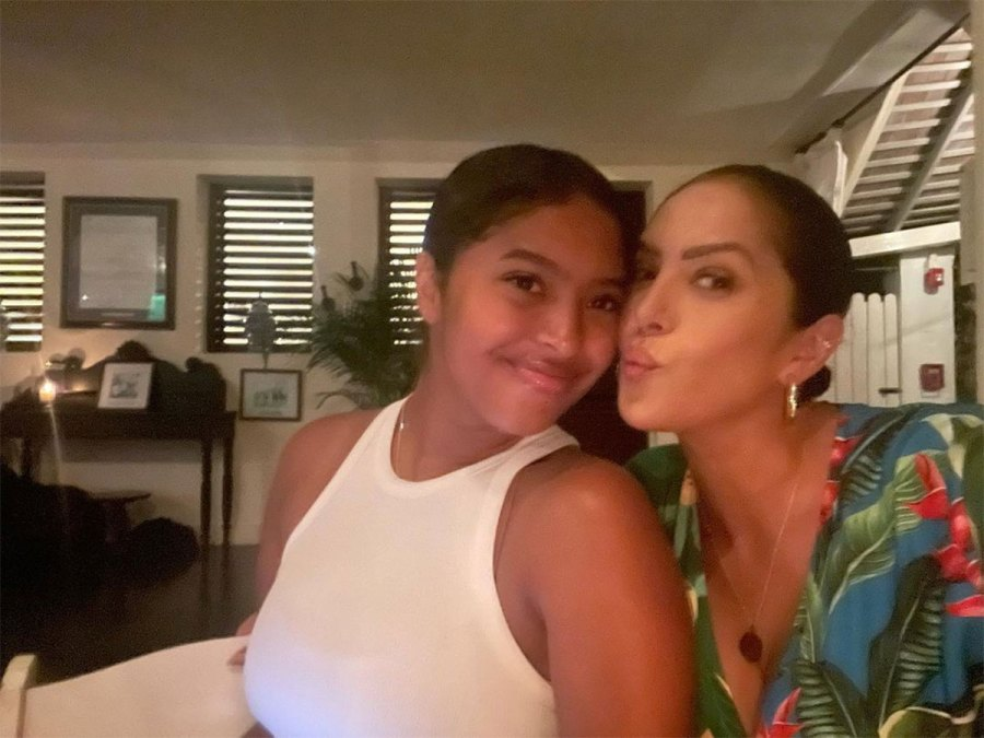 Vanessa Bryant and Daughters Vacation in Jamaica With Late Kobe Bryant Family 7