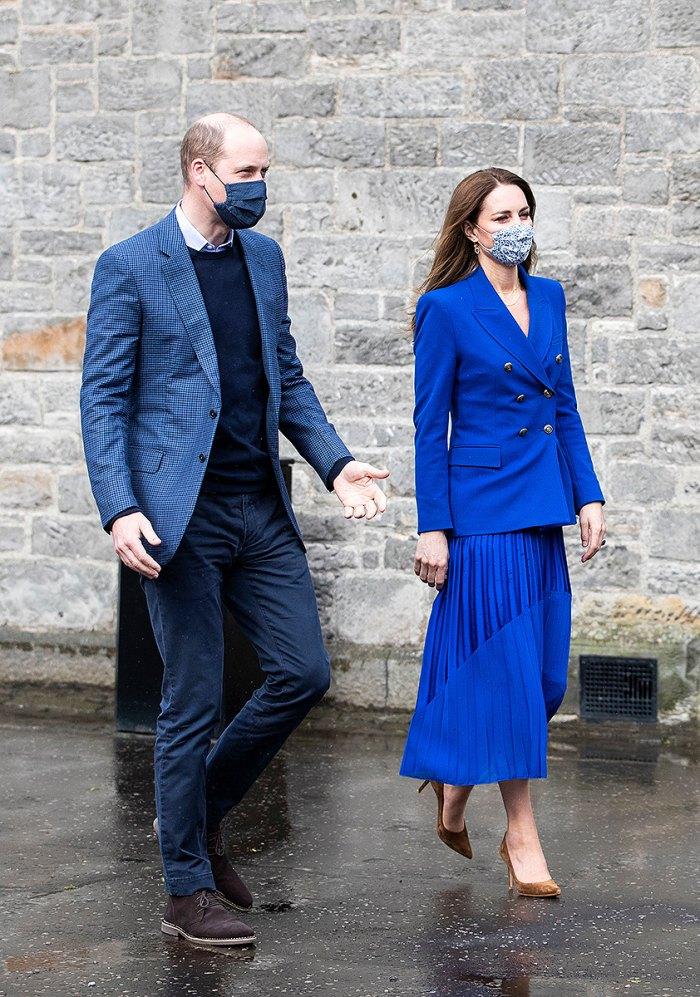 duquesa-kate-middleton-falda-azul