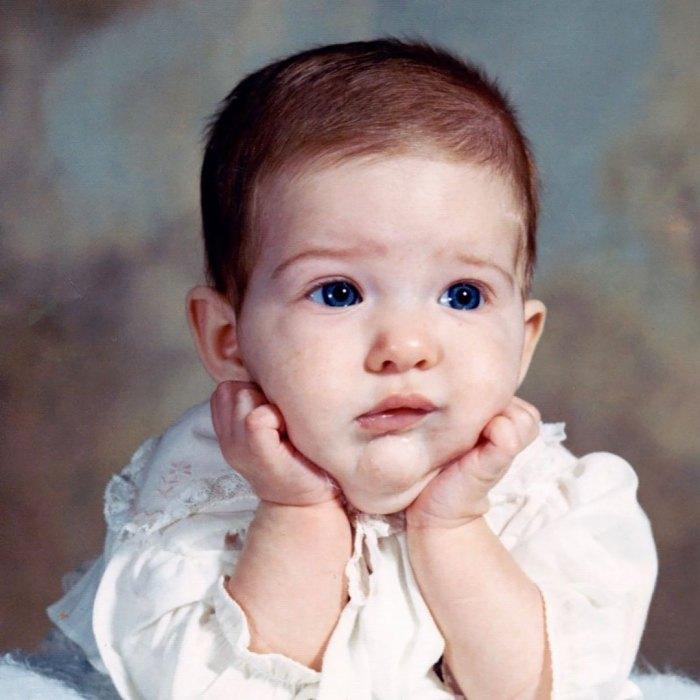 Erika Jayne celebra su cumpleaños histórico con una foto de bebé de retroceso