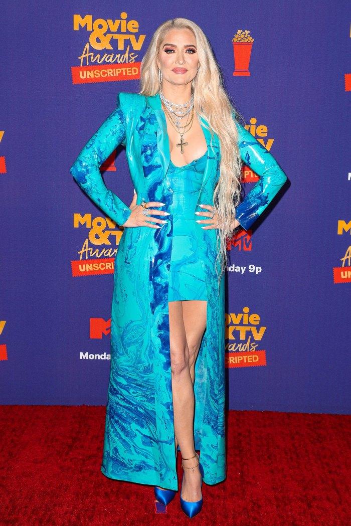 Erika Jayne Investigadora utilizará declaraciones inconsistentes RHOBH Tom Girardi Case MTV Blue Dress Coat Cross