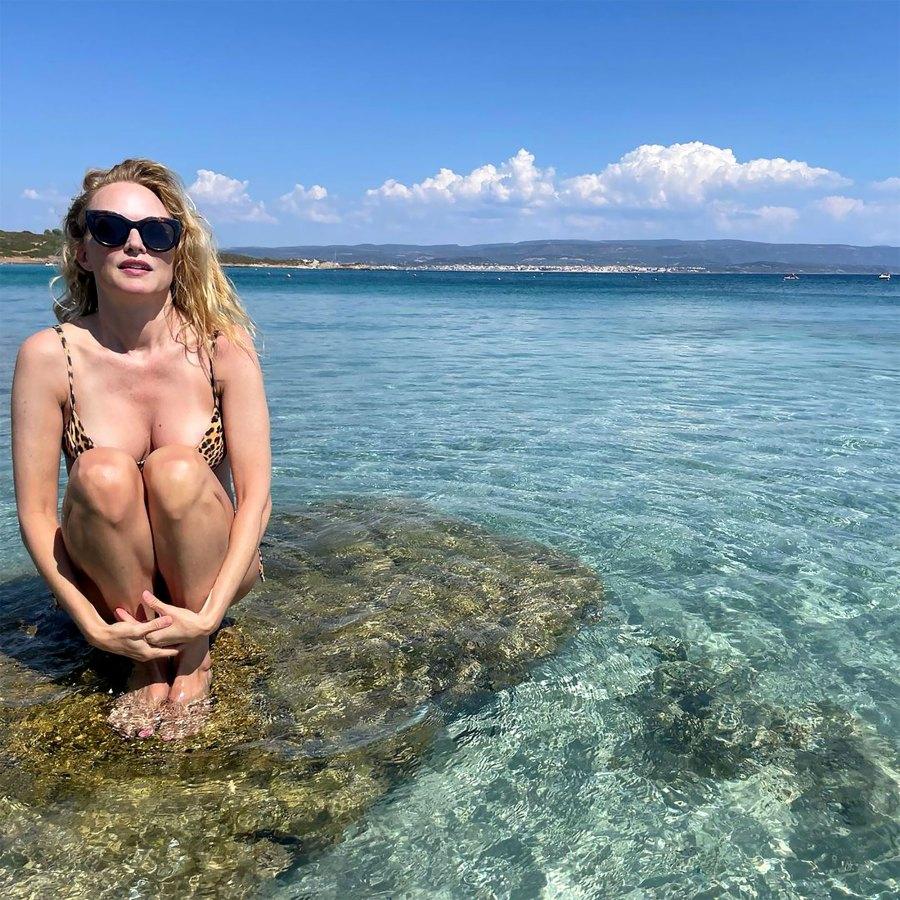 Heather Graham, 51, Looks Unbelievable in Low-Cut Cheetah Bikini