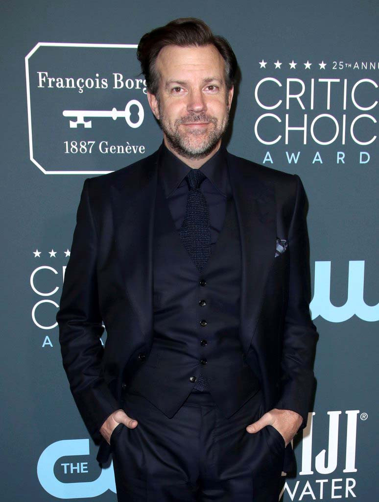 Jason Sudeikis Throws 1st Pitch Cubs Game With Help From His Kids Pics