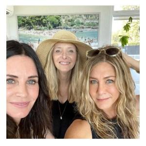 Jennifer Aniston Lisa Kudrow Courteney Cox Reunite 4th of July