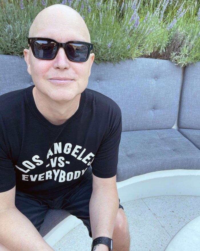 Mark Hoppus Shows Off Bald Head Amid Cancer Battle: 'Chemo Sucks'