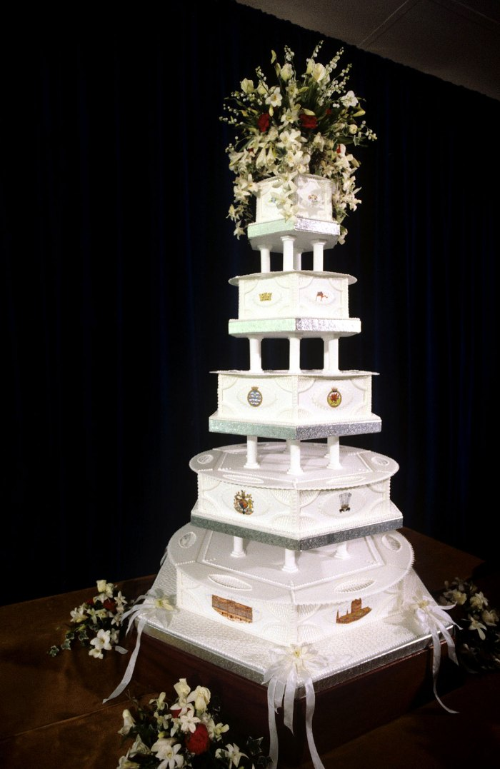 Prince Charles and Princess Diana 1981 Wedding Cake Is Up for Auction 3