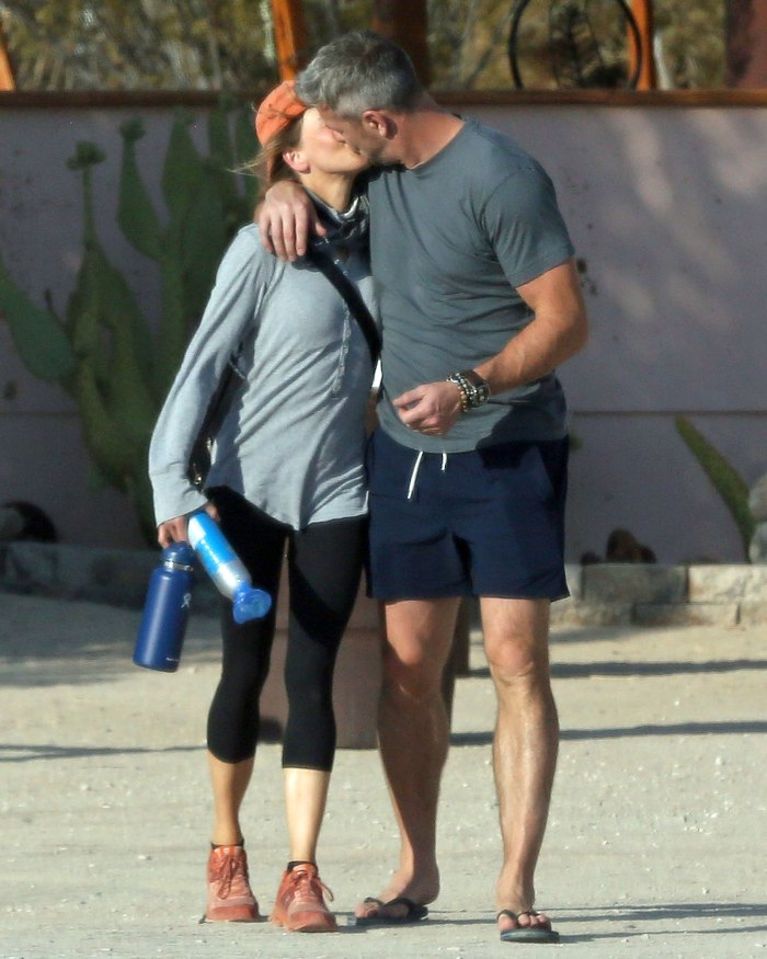 Renee Zellweger Already Moving Things Into Ant Anstead House Kiss