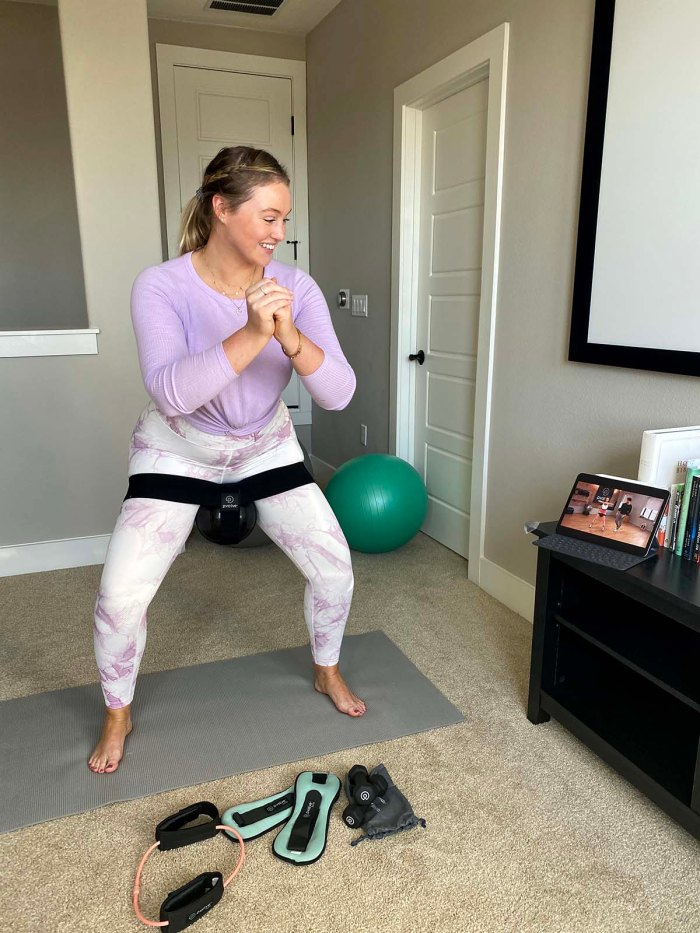 Why Iskra Lawrences Believes Power Cute Workout Set Gym Selfie