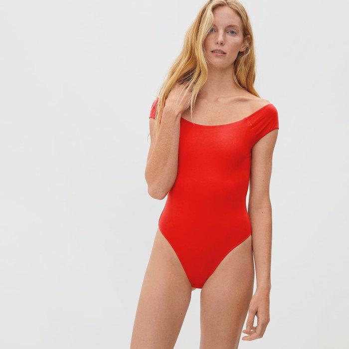everlane-rebajas-de-verano-body-hombros descubiertos