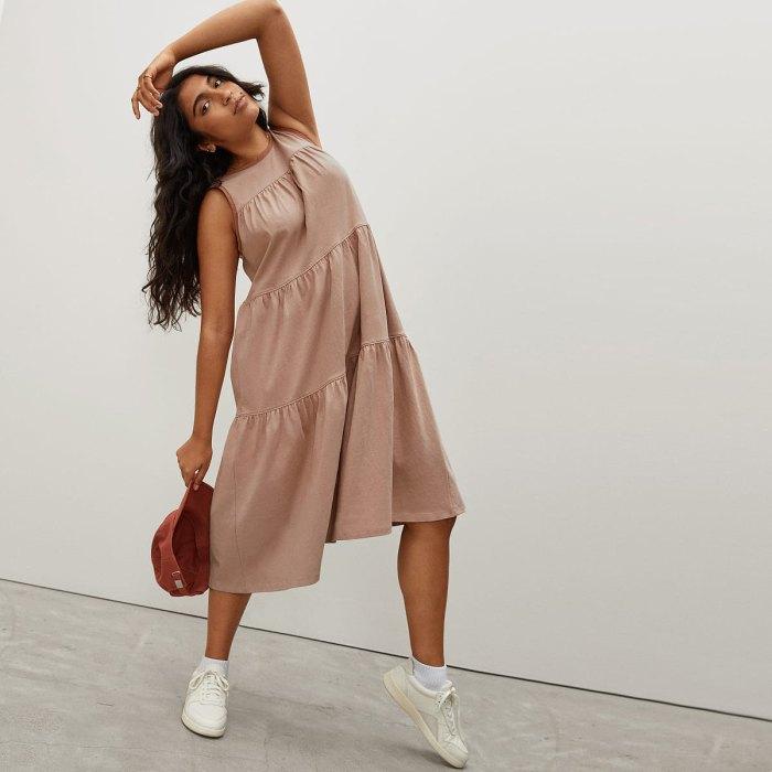 Everlane-rebajas-de-verano-vestido-escalonado