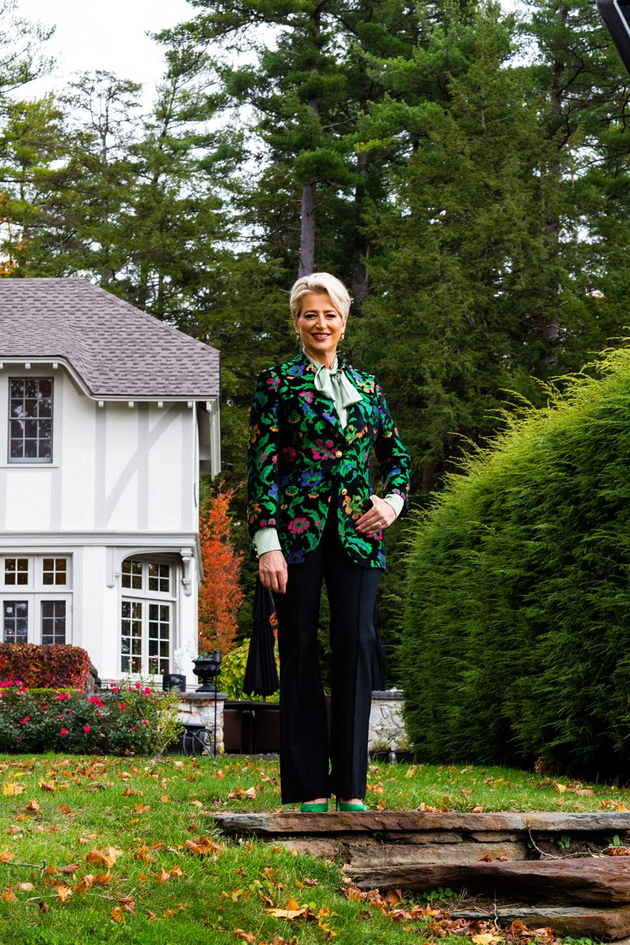 Blue-Stone Manor Dorinda Medley Standing Alexandra Arnold Real Housewives of New York's Dorinda Medley Is Renting Out Her 18-Acres Blue Stone Manor