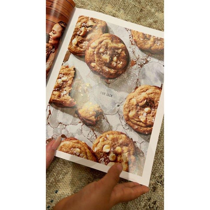 Chrissy Teigen dedica un nuevo libro de cocina 'Cravings' a difunto Son Jack
