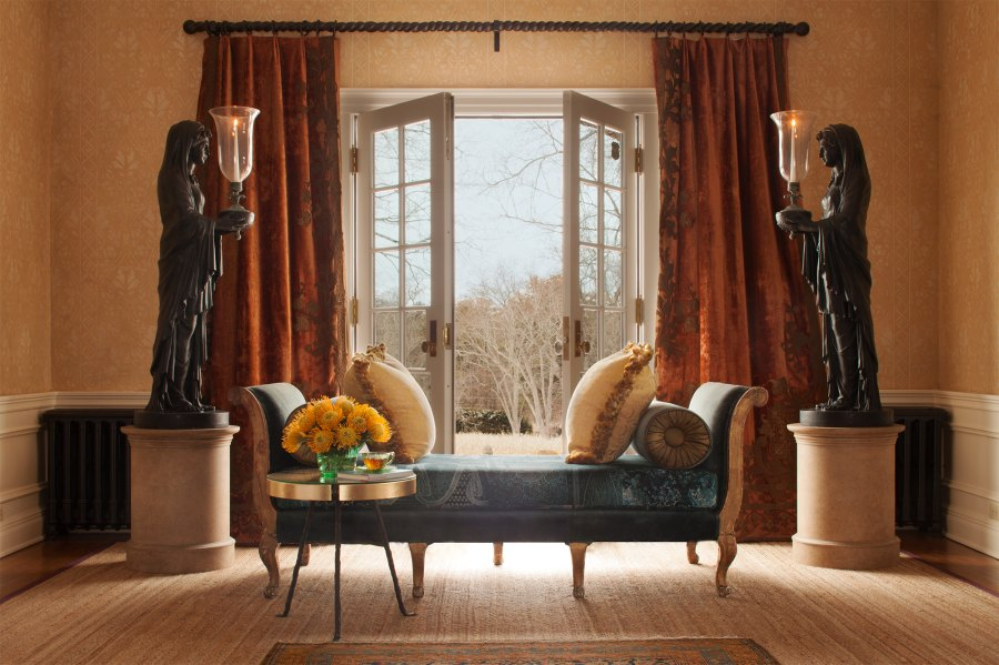 Entry Hall Daybed Mick Hales Real Housewives of New York's Dorinda Medley Is Renting Out Her 18-Acres Blue Stone Manor