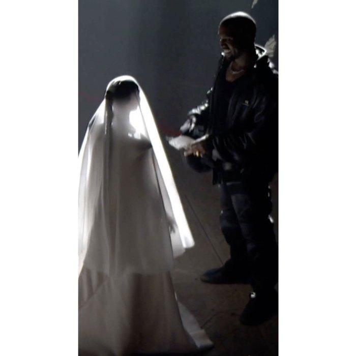 Kanye West recrea la boda con Kim Kardashian en la tercera fiesta de escucha de Donda 3