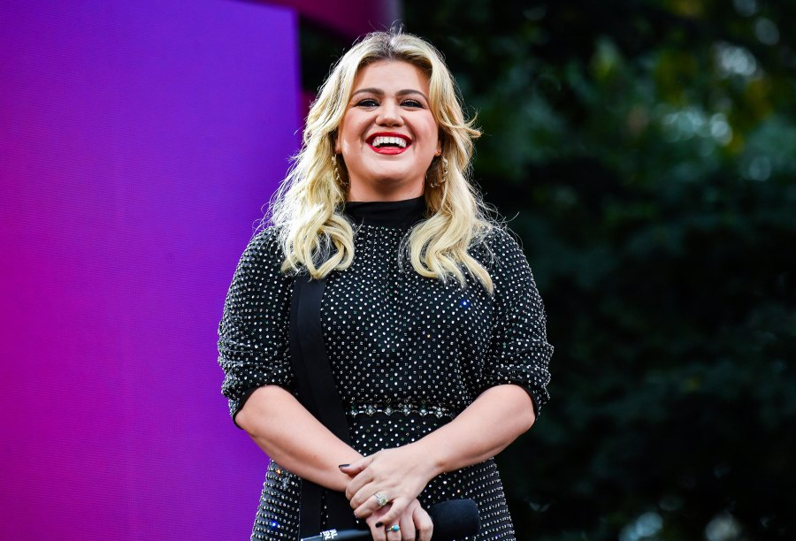 Kelly Clarkson Takes Las Vegas Girls' Trip Amid Divorce: 'I Dare You to Have a Better Time Than Me'