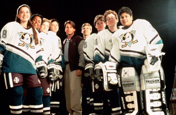 Marguerite Moreau se burla de la segunda temporada de Mighty Ducks con Joshua Jackson Cast Movie