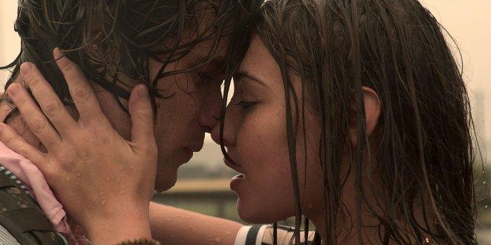 Outer Banks Madelyn Cline revela la historia real detrás de Sarah y John B Rain Kiss 3