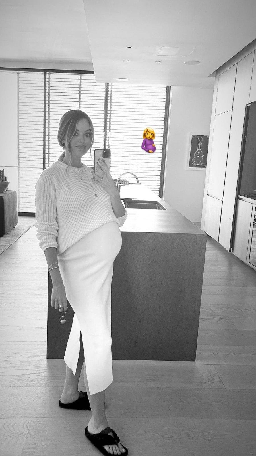 Pregnant Kaitlynn Carter's Baby Bump Album Black and White Bump