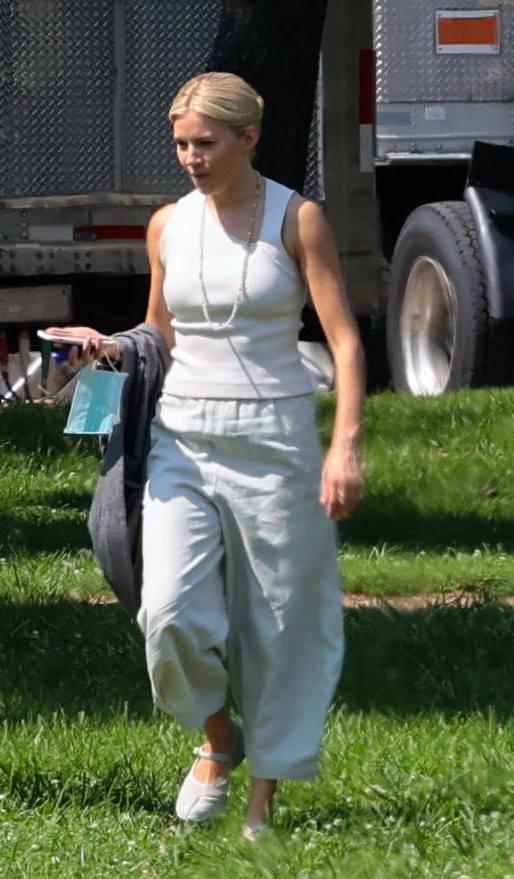 Sienna Miller en la ciudad de Nueva York el 13 de agosto de 2021.