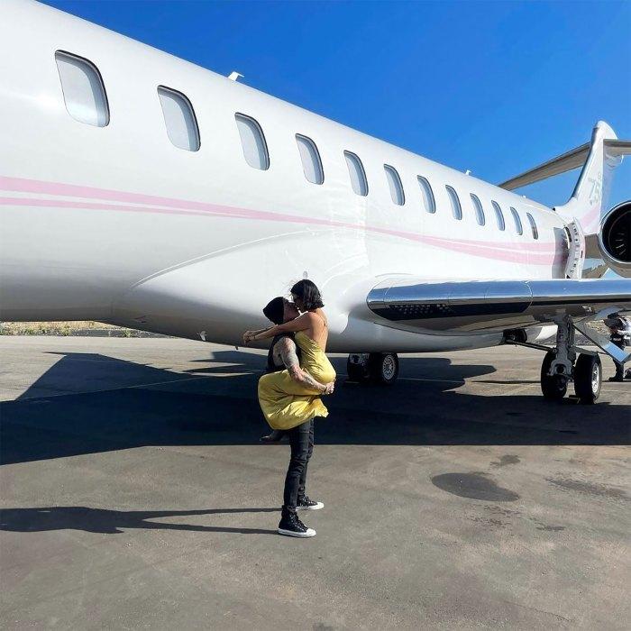 Travis Barker se entusiasma con Kourtney Kardashian después del primer vuelo en 13 años