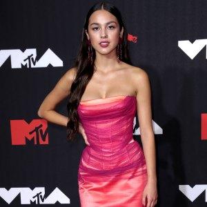 VMAs 2021 Good 4 U! Olivia Rodrigo Breaks Camera During 1st VMAs Performance