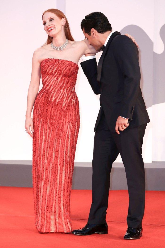 Jessica Chastain reacciona al video viral de Oscar Isaac oliendo su brazo