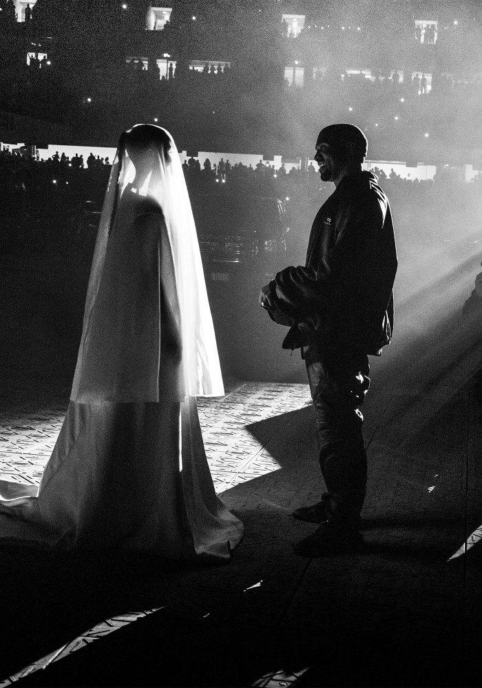Kanye West deja de seguir a Kim Kardashian en las redes sociales después de rumores de trampa