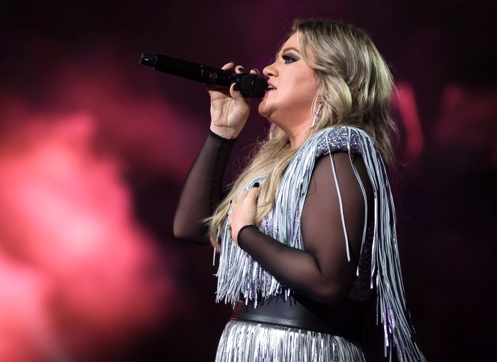 Kelly Clarkson Wanted to 'Feel All the Feels' With Her Christmas Breakup Song Amid Divorce