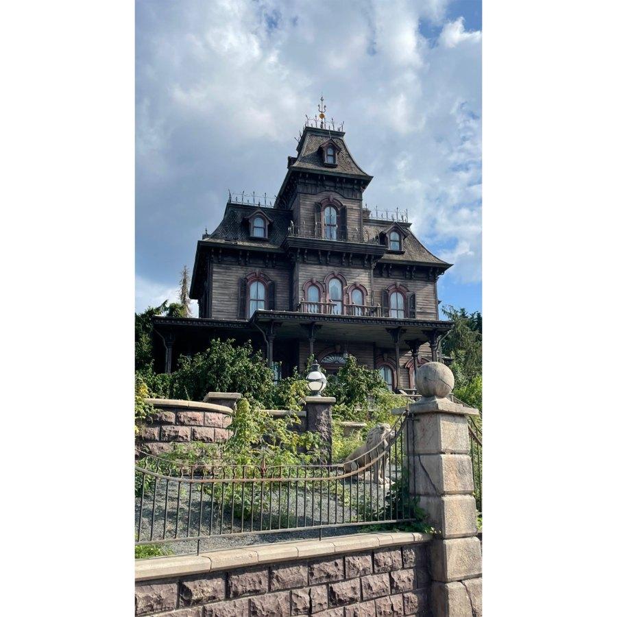 Kourtney Kardashian and Travis Barker Take Romantic Trip to Disneyland Paris 3
