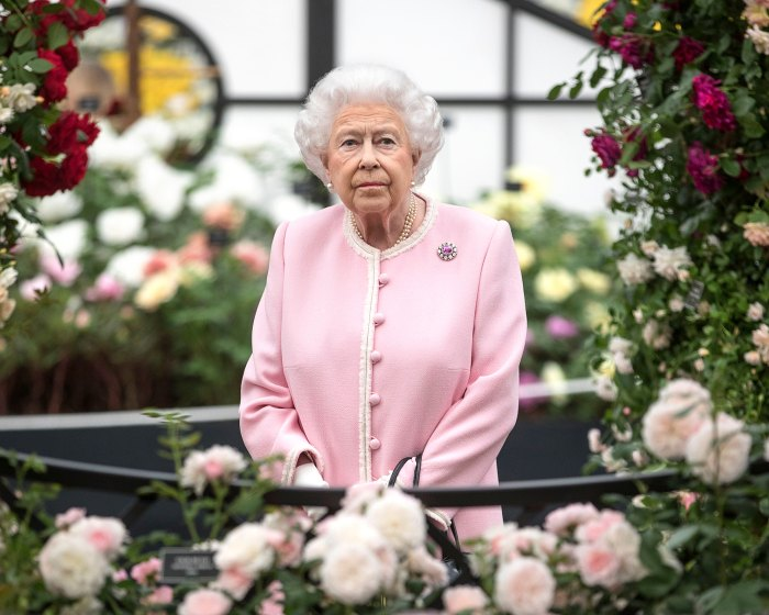 Queen Elizabeth II Honors 9/11 Victims As U.S. National Anthem Plays at Changing of the Guard