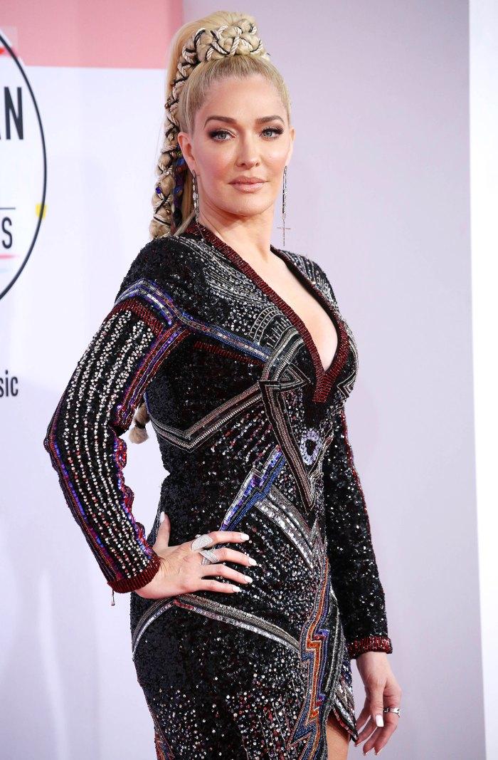 Erika Jayne, de Real Housewives of Beverly Hills, criticada por compartir una foto en topless de 'Tone Deaf' en medio de problemas legales