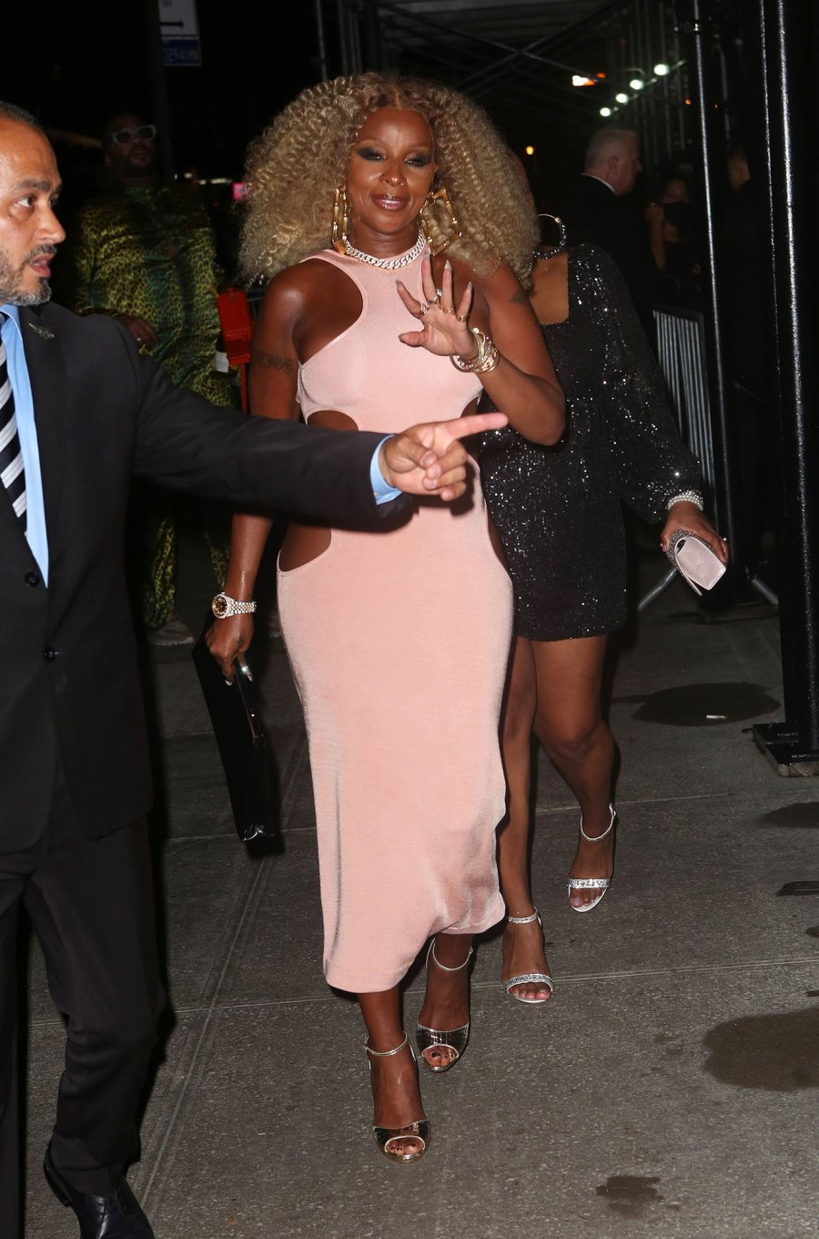 See Fabulous Fashion Stars Wore Met Gala 2021 Afterparties Mary J Blige