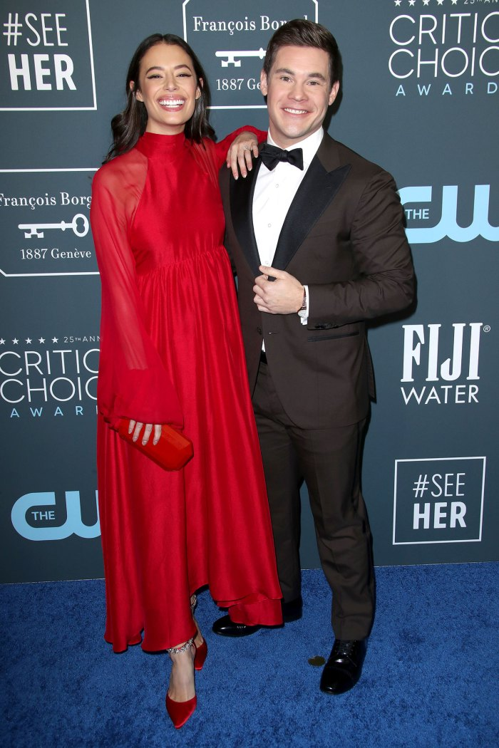 Adam Devine se casa con Chloe Bridges