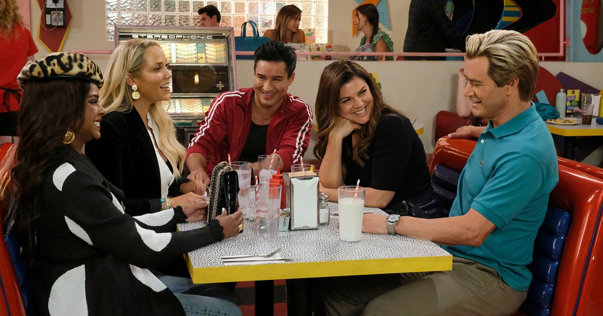 'Saved by the Bell' OG Cast Reunites in 1st Photos From Revival's Season 2.jpg