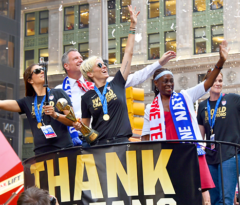 U.S. Women's Soccer Players and Mayor Bill De Blasio at Parade
