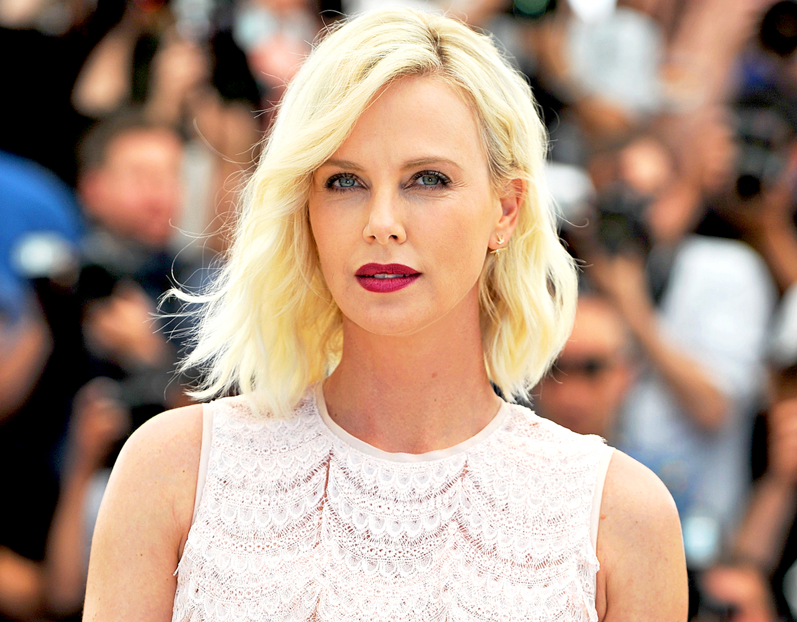 Charlize theron recalls the night her mom killed her alcoholic father charlize theron voltagebd Gallery