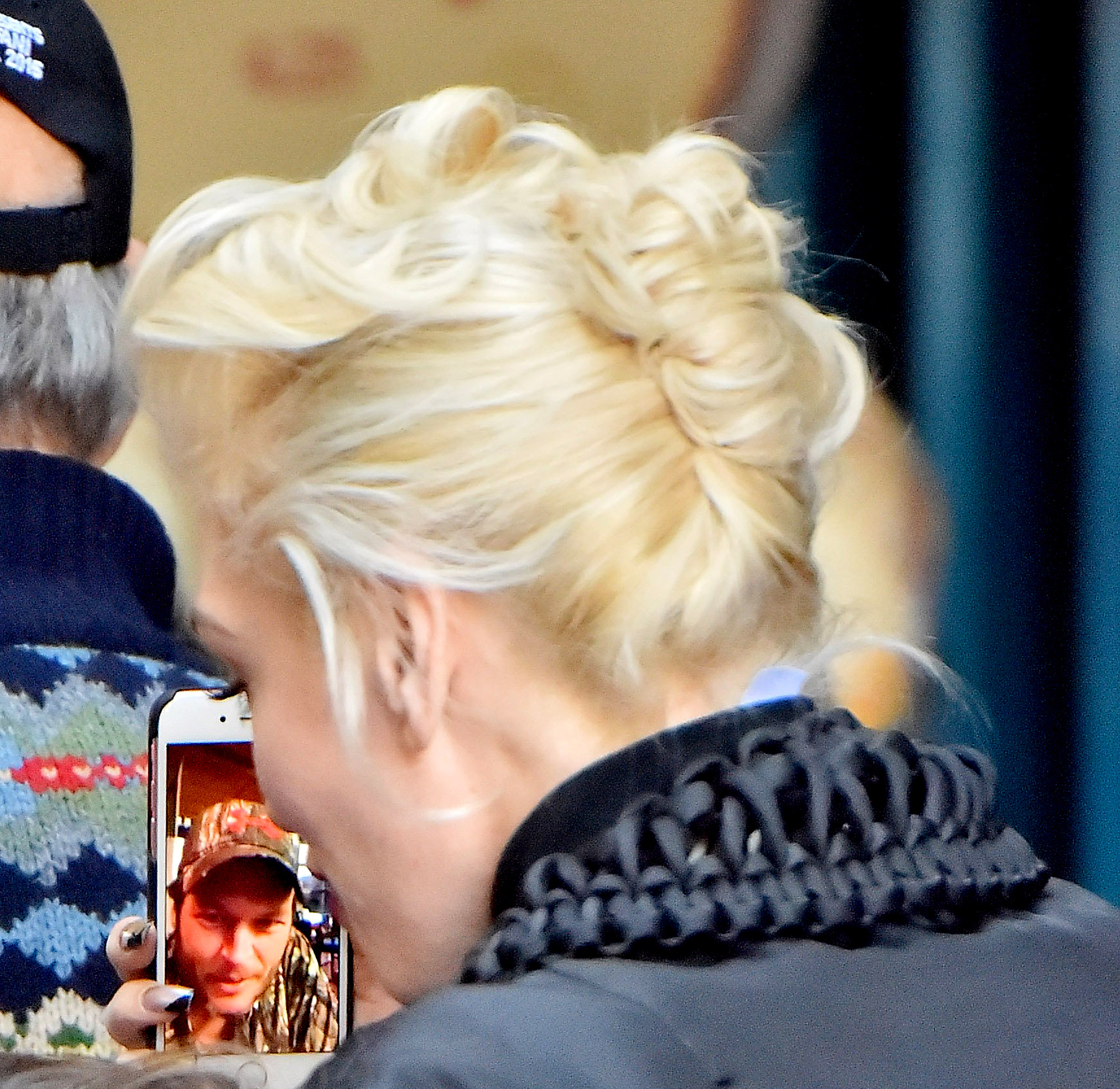 Blake Shelton Gwen Stefani - So adorbs. The day after Thanksgiving, Stefani and Shelton were caught FaceTiming (by an eagle-eyed fan) while she was exploring Disneyland with her three young sons.