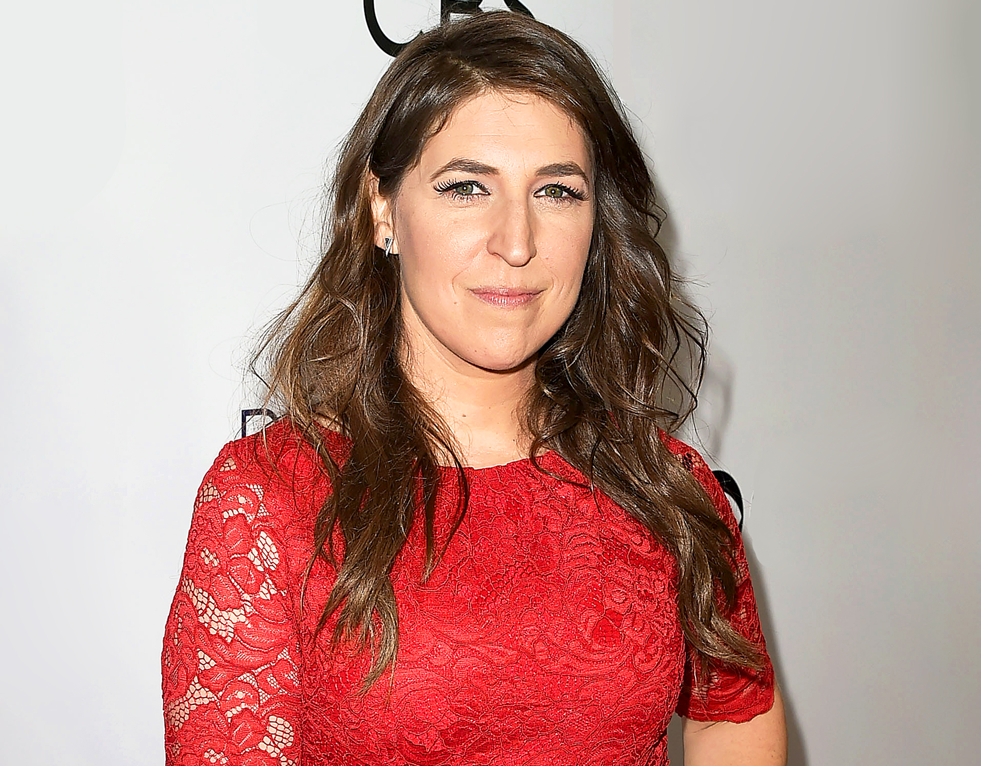 mayim bialik apologizes for controversial op-ed