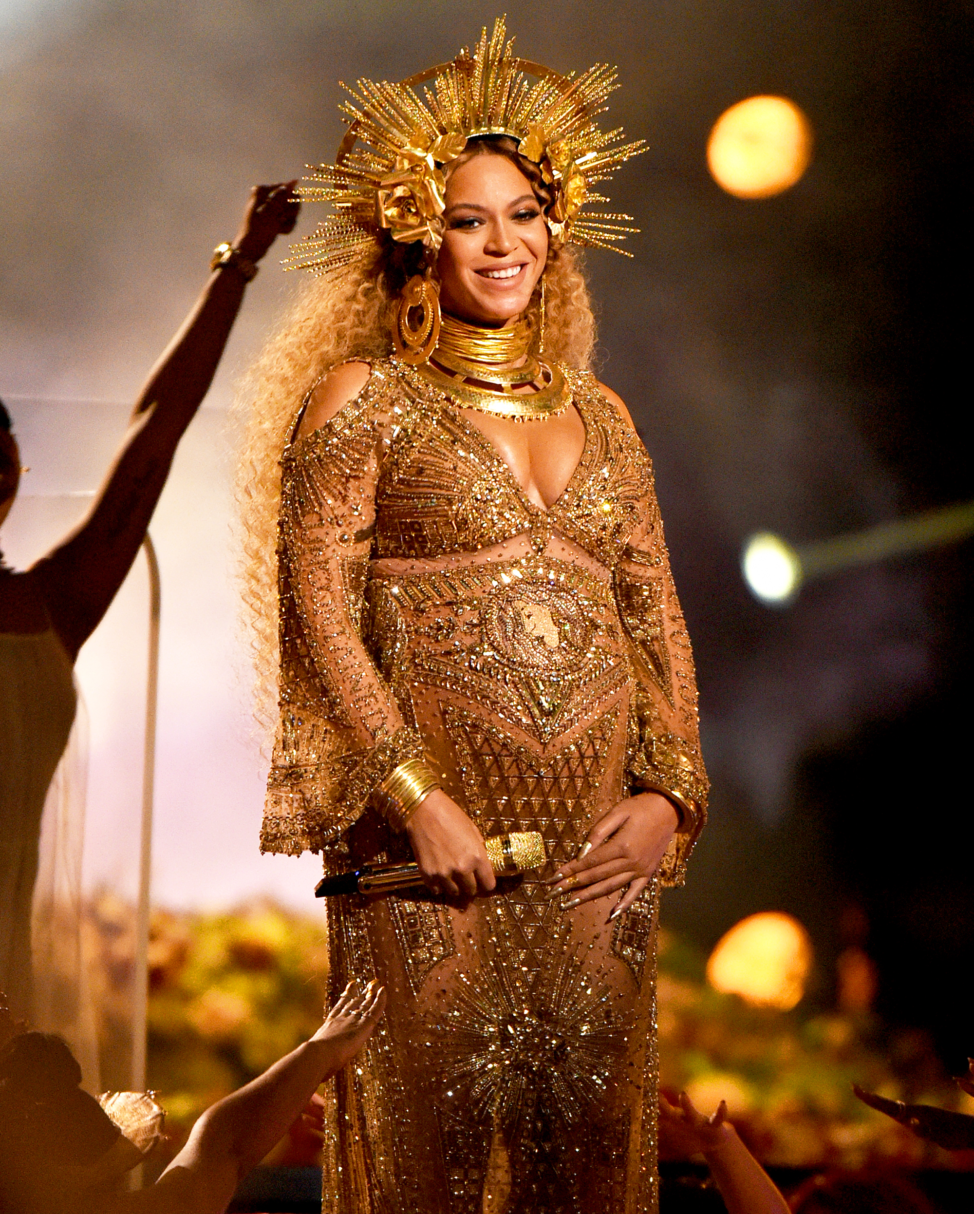 Pregnant Beyonce Performs at Grammys 2017: Best Memes ... Beyonce Pregnant
