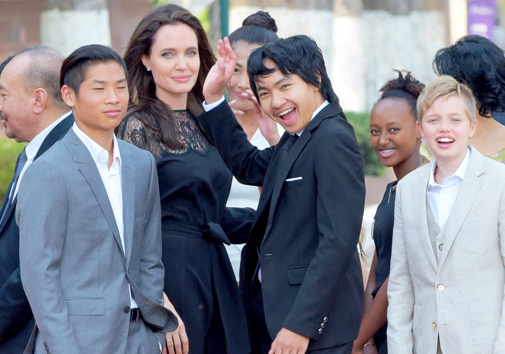 Angelina Jolie, Pax, Maddox, Zahara and Shiloh