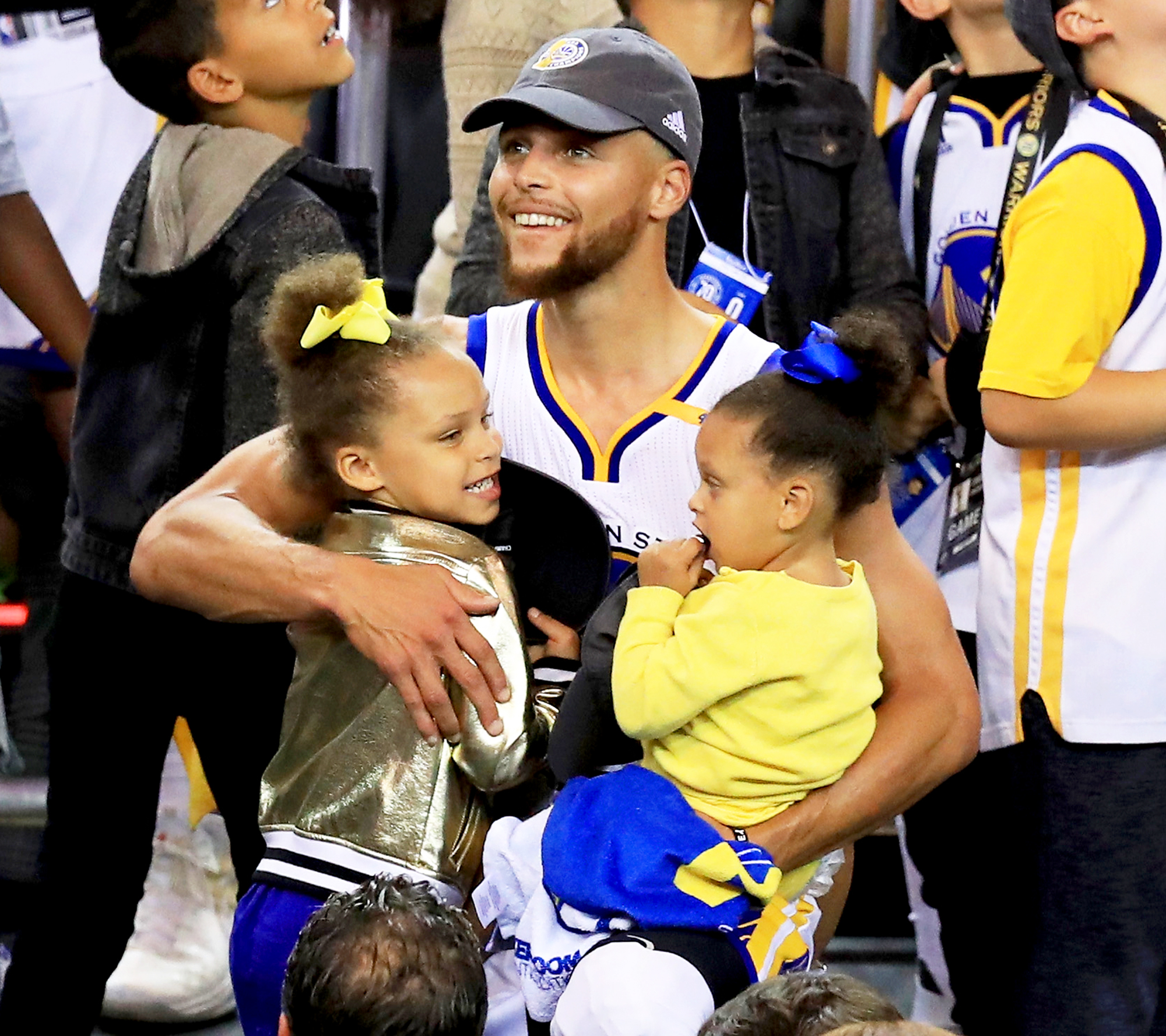Stephen Curry, Riley and Ryan