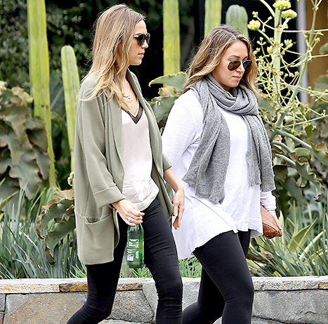 Haylie Duff shows off her baby bump