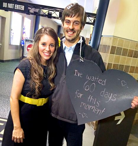 Jill Duggar and Derick Dillard Holding Heart