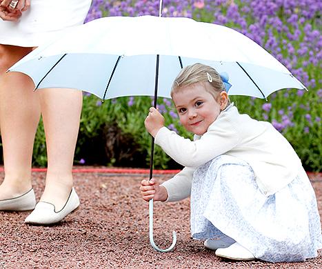 Princess Estelle hiding under umbrella