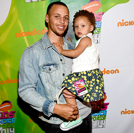 Stephen Curry with daughter